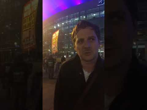 Sturgill Simpson goes rogue, performs outside Bridgestone during CMA Awards 2017