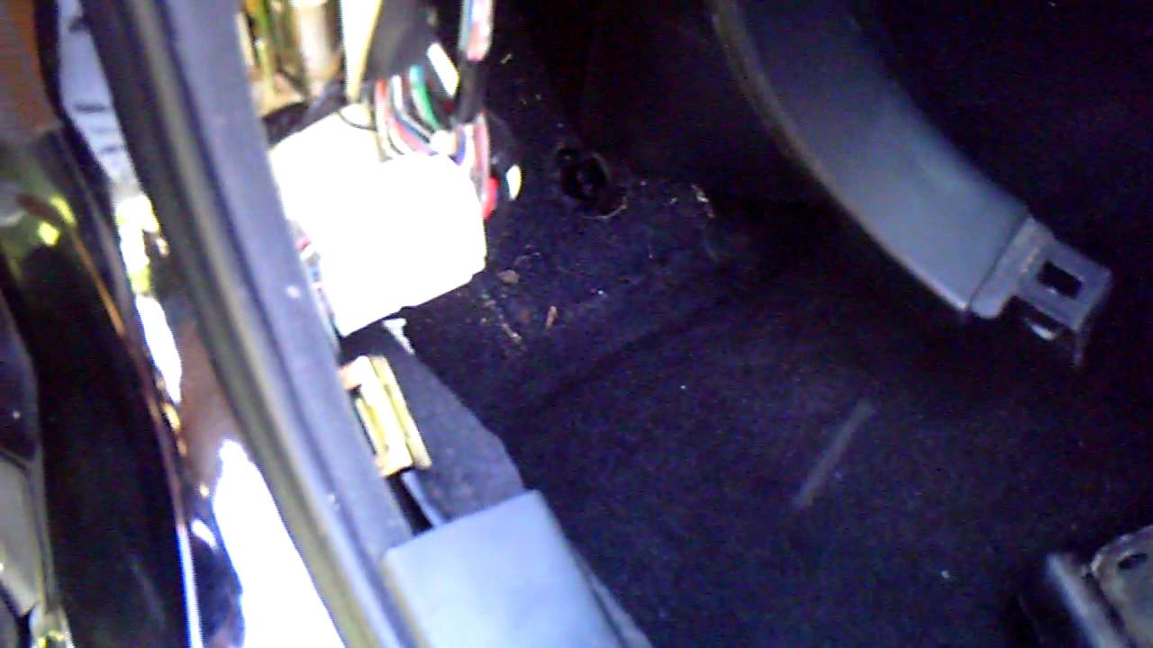 02 lexus is300 cigarette lighter fuse youtube fuse box lexus is 200 02 lexus is300 cigarette [ 1280 x 720 Pixel ]