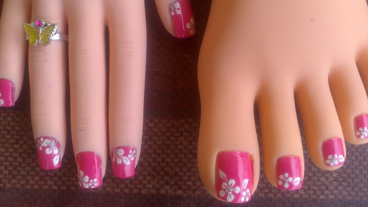 Toes Short Fingernails Pink With Easy White Flowers