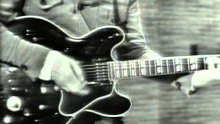 The Hollies - I Can't Let Go This video shows a live performance of...