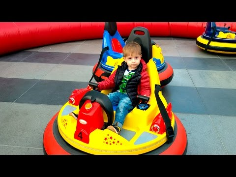 Катаемся на катамаране Детские аттракционы  Ride on a catamaran Children's attractions