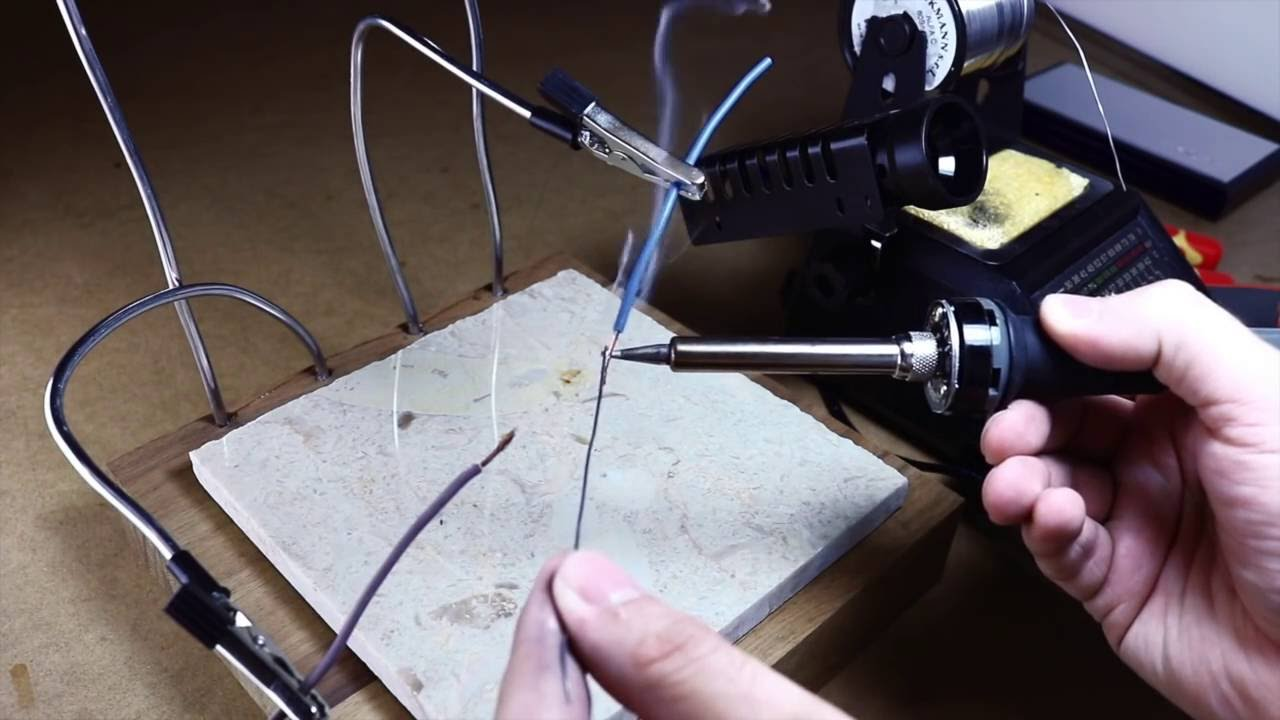 Best diy solder helping hands third hand youtube solutioingenieria Image collections