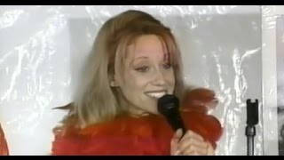 Kellyanne Conway does standup comedy and sings thumbnail