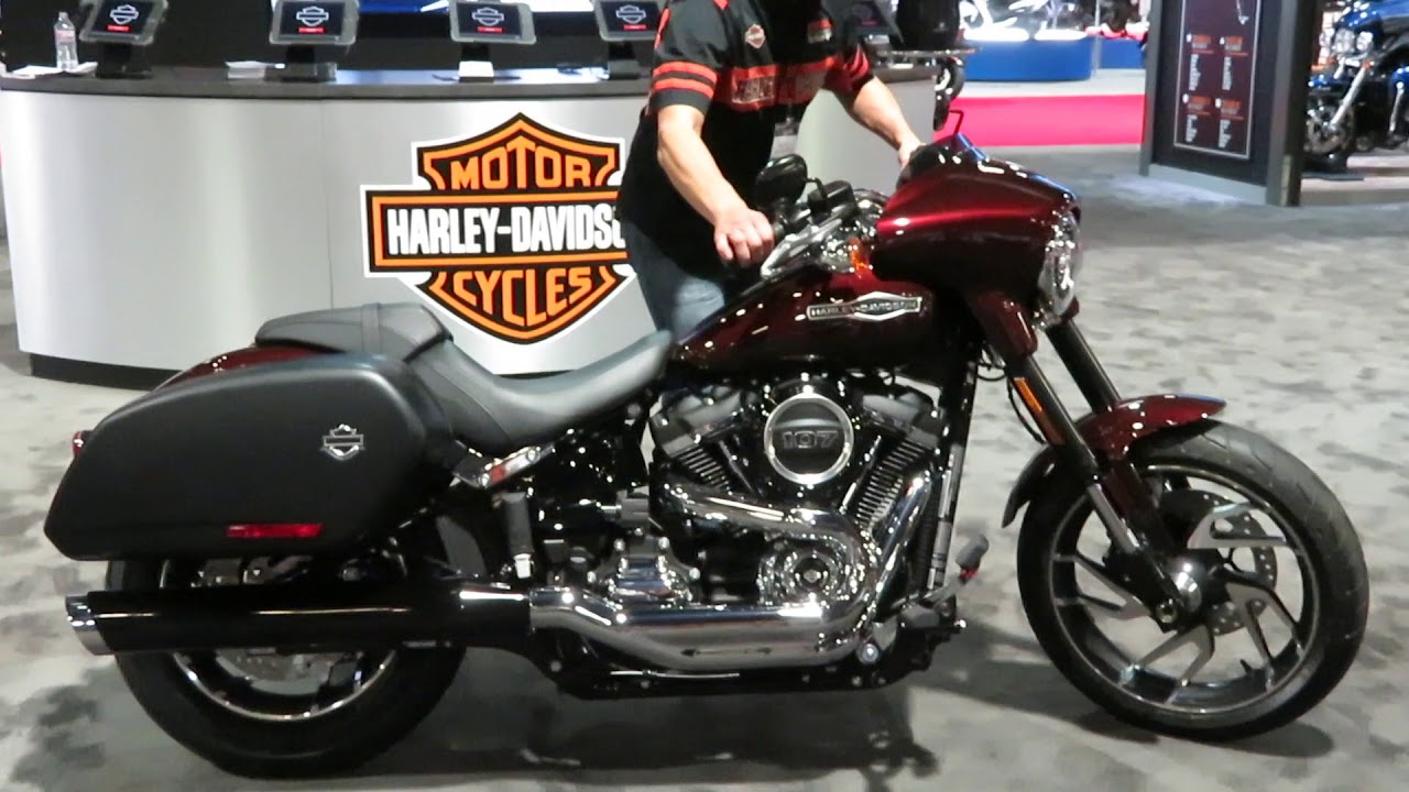 Harley Davidson 2018 Road King >> 2018 Harley-Davidson Sport Glide at the Long Beach International Motorcycle Show 11/17/2017 ...
