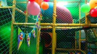 Дети на батуте. Развлечение в день рождения. Birthday party(, 2016-02-03T16:50:52.000Z)