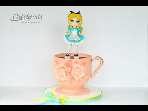 Creating (Wonderland) roses on Alice's Teacup Cake