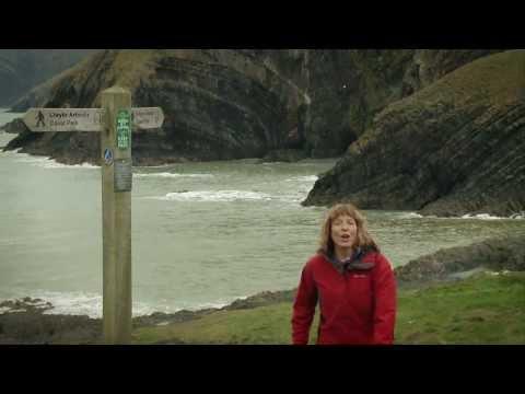 Discover the Pembrokeshire Coast Path - Darganfyddwch Lwybr Arfordir Sir Benfro