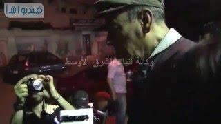بالفيديو لحظة تعثر الفنان أحمد بدير فى عزاء سيد زيان