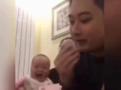 BABY'S REACTION WHEN THE FATHER'S VIEW COUNT MONEY!!