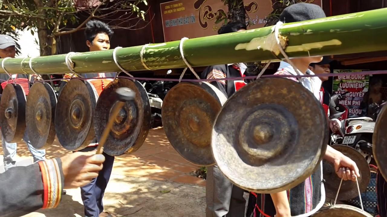Cồng chiêng Tây Nguyên - nét đẹp văn hóa buôn làng (buôn A Ko Thong, TP Buôn Ma Thuột, Đắk Lắk)