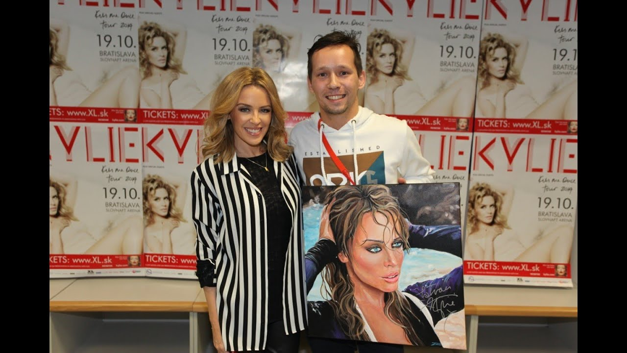 Memy painting with kylie minogue meet and greet youtube m4hsunfo