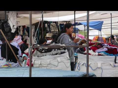 Equateur Otavalo Marché artisanal / Ecuador Otavalo Market