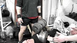 Kimmo testaa käsipainoja 2x45kg