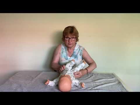 Instructievideo bij een baby met de neiging tot veel strekken en een afplatting middenachter IMG9219