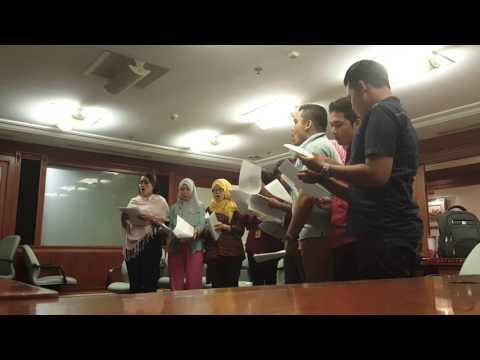 Bedah aransmen baru lagu daerah Kampuang Nan Jauh Dimato by Paduan Suara Indosat Choir