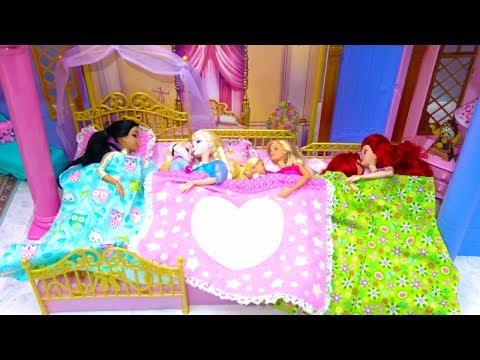 Disney Princess Toddler 3 Sisters Castle Bedroom Morning Makeup Costumes Barbie Surprise