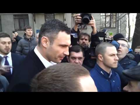 Vitaliy Klitschko Confronted by Pro-Russian Protesters in Kharkiv