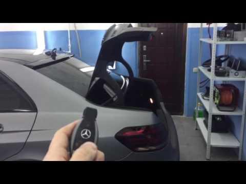 W212 Закрытие крышки багажника с ключа.