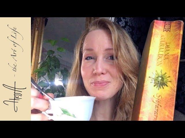 V-log 12 January favourites - Reading material, cocoa/coffee, socks and diy lipgloss