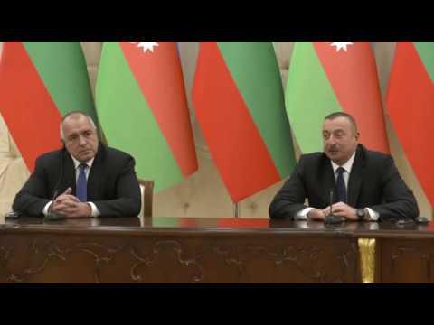Бойко Борисов: Азербайджанската държавна нефтена компания СОКАР проявява интерес към инвестиране в българската газопреносна мрежа. Едва 3% от територията на България е газифицирана, а в същото време въздухът у нас е замърсен заради използване на твърди горива за отопление. Поставяме си амбициозната цел да разширим използването на материали за отопление на населението, които не водят до замърсяване.