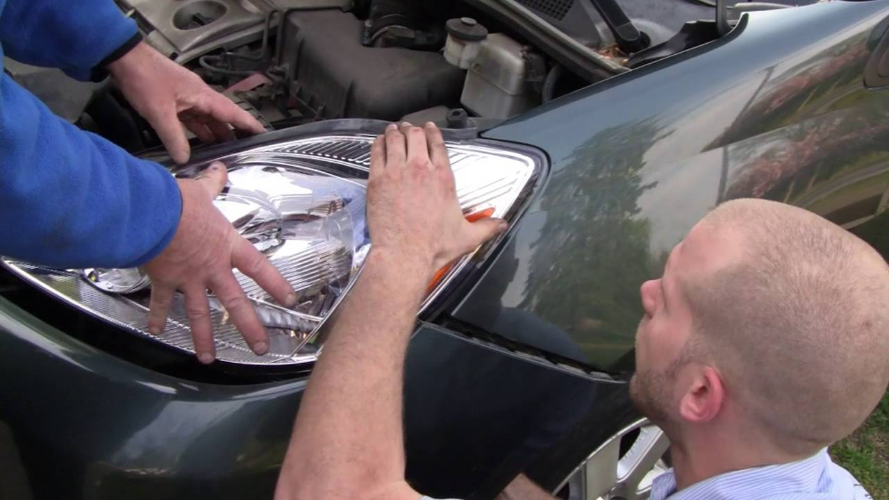 04 05 Toyota Sienna Headlight Replacement