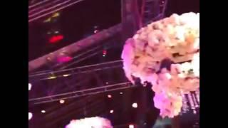 Татьяна Навка бросает букет на свадьбе