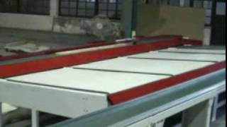 Infeed Conveyor + Semi-optimizer Cut Off Saw + Outfeed Conveyor.mpg
