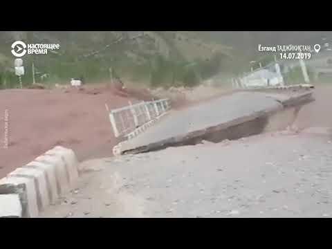 Cелевой поток в Таджикистане разрушил мост