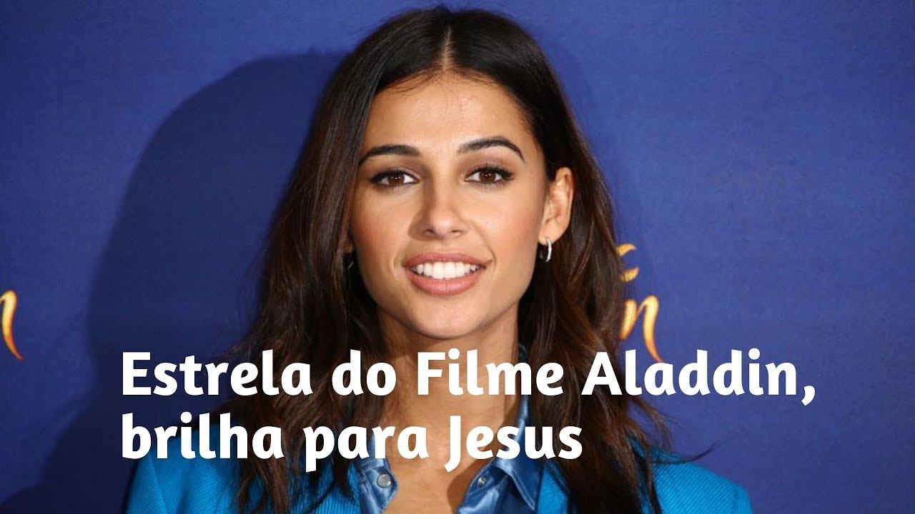 Que surpresa! A superstar Naomi Scott, do filme Aladdin, a princesa Jasmine, brilha para Jesus