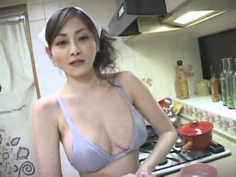 U002 - 你看, 穿內衣做家務是多麼冷快!.avi