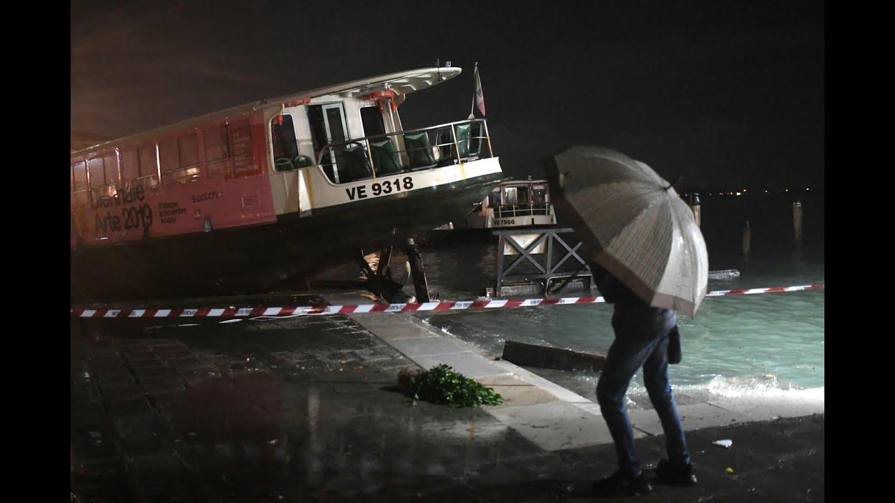 Hochwasser in Venedig erreicht Rekordwert   AFP - YouTube