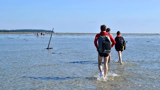 Crossing the sea on foot to explore the island of Æbelø – Pal Mont