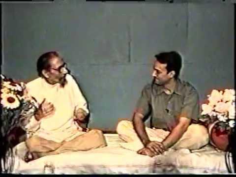 Aman Sharma interviewing Gurudev Sarathi ji