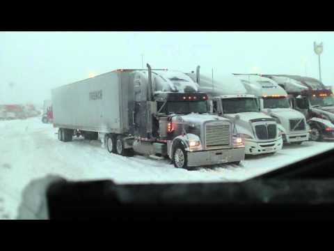 Truck stop mainia in snow