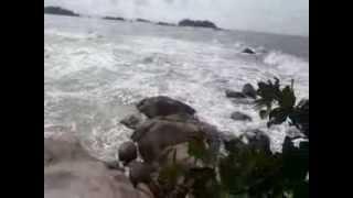 Gelombang Besar di Pantai Penyusuk 22 Des 2013