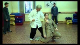 Урок в школе китайских боевых искусств. Кунг фу.功夫
