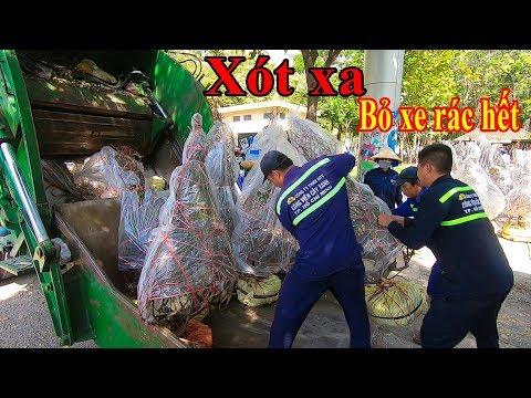 Toàn cảnh chiều 30 Tết tiểu thương đập phá hoa tết, vứt hàng trăm chậu Đào Bắc vào xe rác ở Sài Gòn