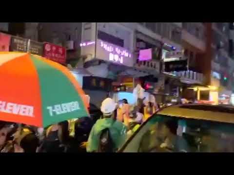 Polizist gibt erstmals Schuss ab: Gewalt gegen Demonstranten in Hongkong erreicht Höhepunkt