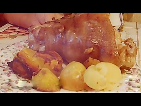 Очень сочная и мягкая свиная рулька запеченная в духовке