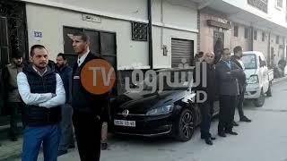 من أمام منزل المغدور الشيخ الراقي  بلحمر ...صدمة وحزن  يخيّمان على الحي