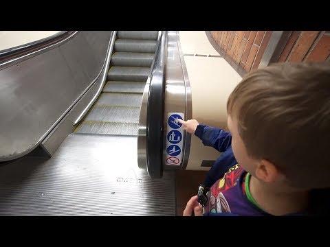 Sweden, Stockholm, Mälarhöjden subway station, 2X escalator, 1 X elevator