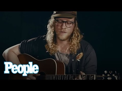 Allen Stone Performs Soulful Song 'I Know That I Wasn't Right'  | People