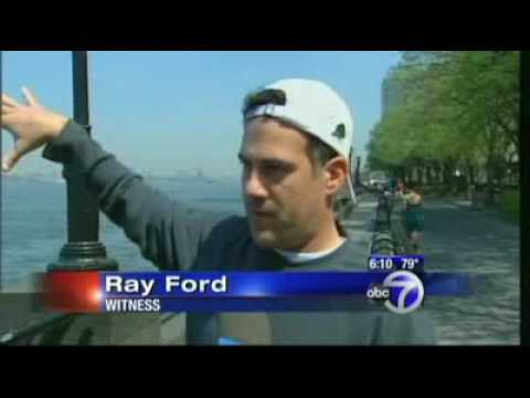 Low flying plane in New York City causes big scare 4/27/09 (ABCnews)