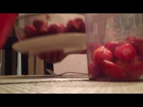 Вопрос: Как сделать клубничную воду?