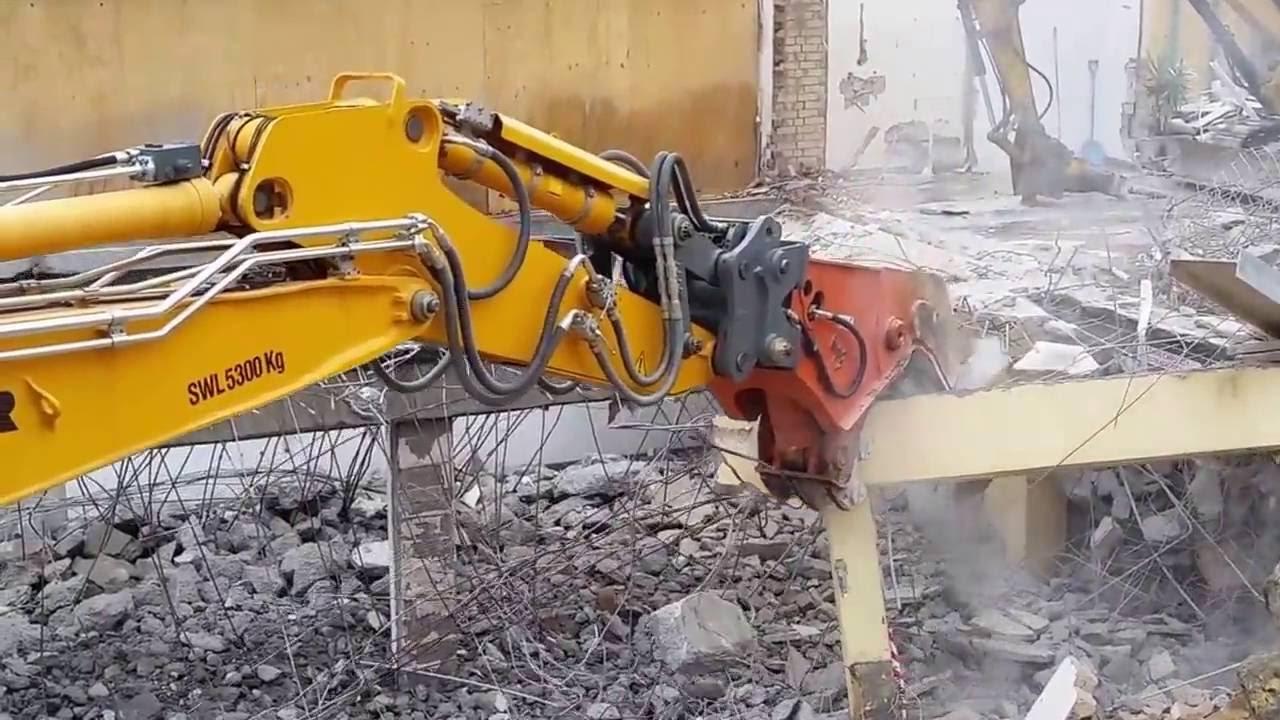 Ceecorp's Liebherr 954C + Pulveriser - Demolition