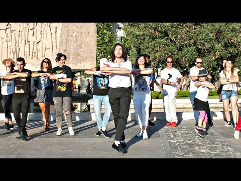 Michael Jackson - Will You Be There Improvised Flashmob @ Madrid (Plaza Colón)