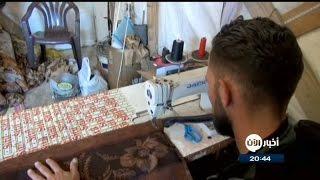 لاجئ سوري يتمسك بالأمل بمهارة يديه