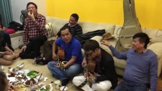 """Phạm gia Thạch và ca sĩ Y Jack, ghita tại nhà với """"Nhăng nhố à"""""""