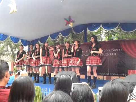 JKT 48 perform on Cahaya Sakti School 5/26/14 (3)