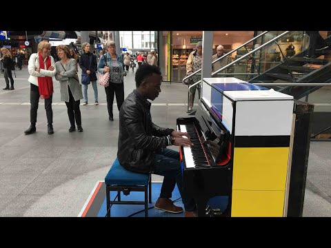 Kaleka Keys - Playing 'Tomorrow's Hope' at The Hague Station